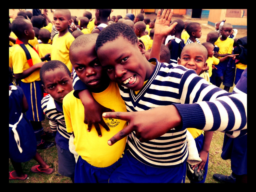 Ugandan school children dueces